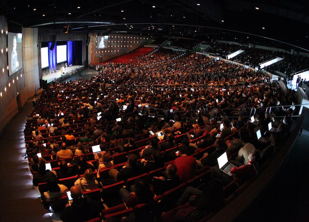 5 Things to Consider Before Booking a Keynote Speaker