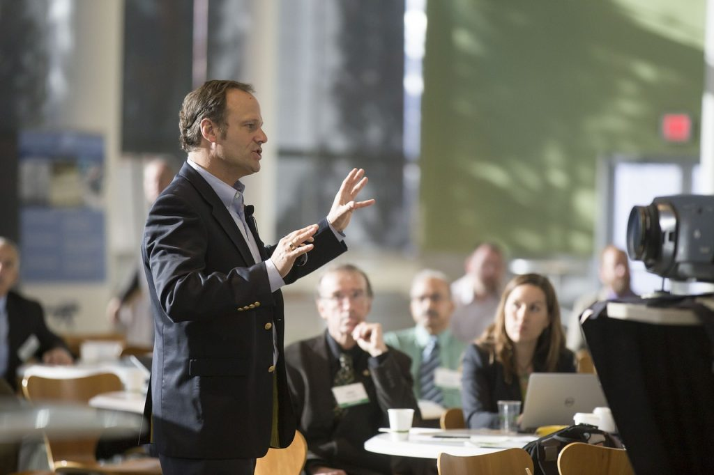 How to Book a Last-Minute Keynote Speaker